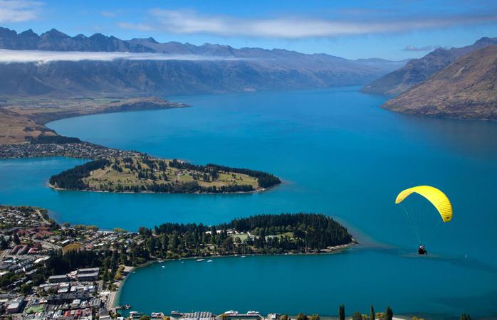 This guy dared to go paragliding over Lake Wakatipu