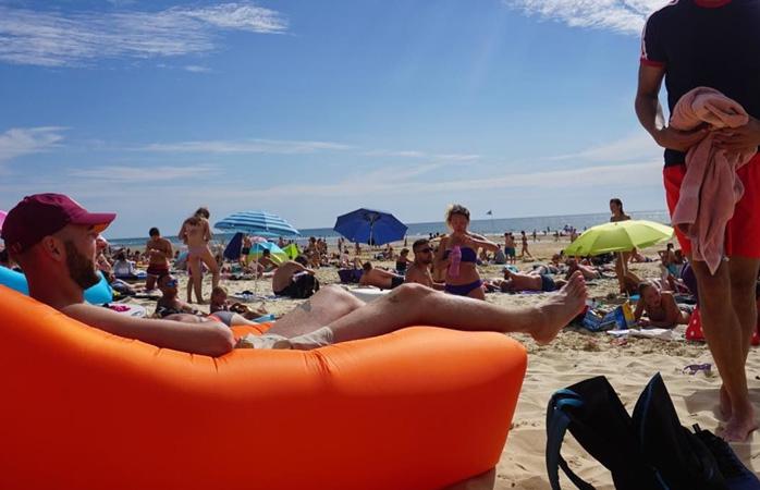 The Fatboy LAMZAC® is the perfect beach companion