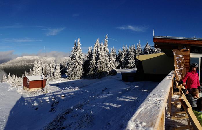 Taking a break from the slopes in Spindleruv Mlyn © romanboed
