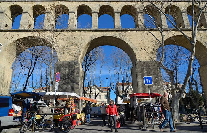 Take a sunny morning stroll at the Saint Clement aqueduct street market