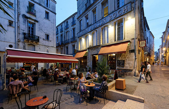 "Relax at dusk in the centre of Montpellier, known as ""the shield"""