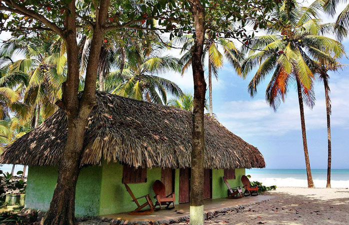 If jungle cabins with sea view are your thing, book a stay at La Sirena Eco Hotel